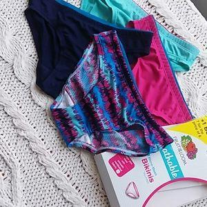 Girls size 6 Underpants, tag free bikini 4 pack